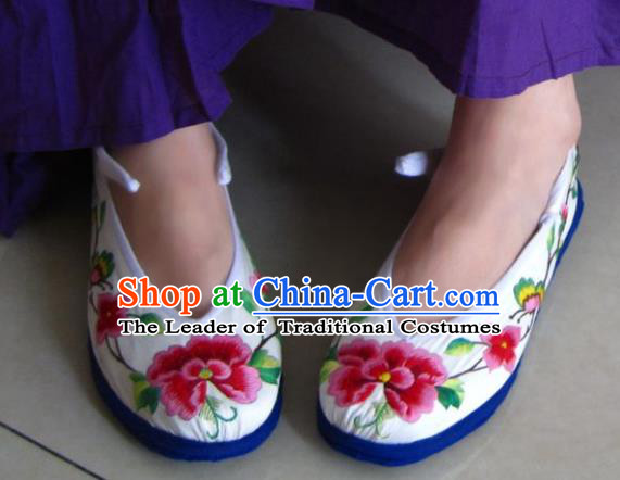 Traditional Chinese Ancient Princess Shoes White Cloth Embroidered Shoes, China Handmade Embroidery Peony Hanfu Shoes for Women