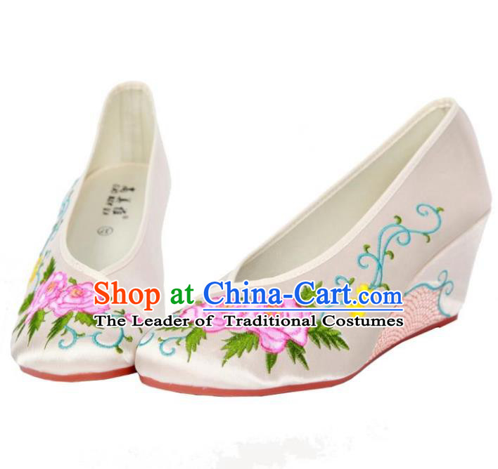 Traditional Chinese National Bride White Embroidered Shoes, China Handmade Embroidery Hanfu Wedge-soled Cloth Shoes for Women