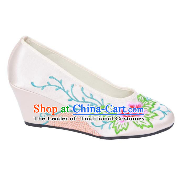 Traditional Chinese National Bride White Embroidered Shoes, China Handmade Embroidery Flowers Wedge-soled Shoes for Women