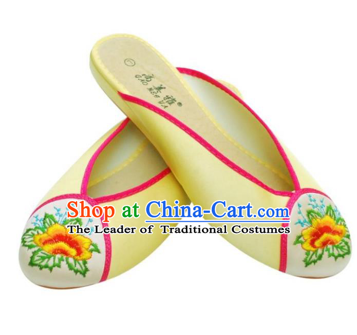 Traditional Chinese National Bride Yellow Embroidered Slippers, China Handmade Embroidery Flowers Shoes for Women