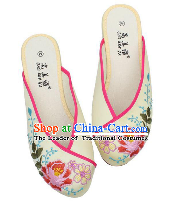 Traditional Chinese National Bride Beige Embroidered Slippers, China Handmade Embroidery Flowers Shoes for Women