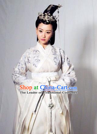 Traditional Ancient Chinese Imperial Consort Costume, Elegant Hanfu Clothing Chinese Han Dynasty Imperial Emperess Tailing Embroidered White Clothing for Women
