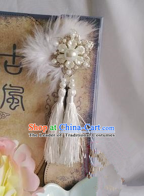Traditional Handmade Chinese Ancient Classical Accessories White Tassel Brooch for Women