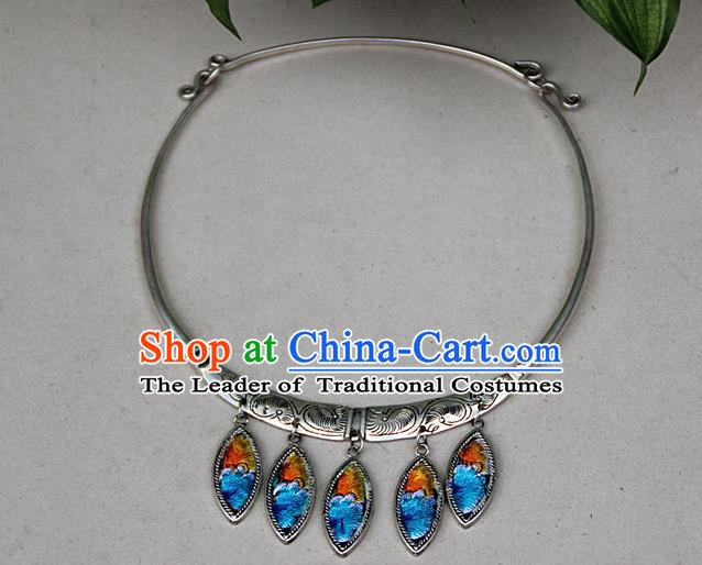Traditional Chinese Miao Nationality Crafts, Hmong Handmade Miao Silver Embroidery Flowers Pendant, Miao Ethnic Minority Silver Necklace Accessories Pendant for Women