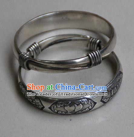 Traditional Chinese Miao Ethnic Minority Miao Silver Telesthesia Bracelet, Hmong Handmade Bracelet Jewelry Accessories for Women