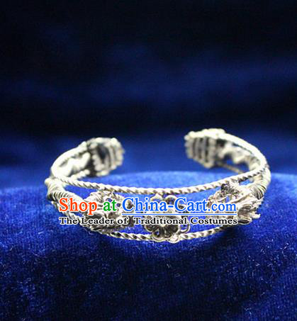 Traditional Chinese Miao Nationality Crafts Jewelry Accessory Bangle, Hmong Handmade Miao Silver Classical Bracelet, Miao Ethnic Minority Silver Bracelet Accessories for Women