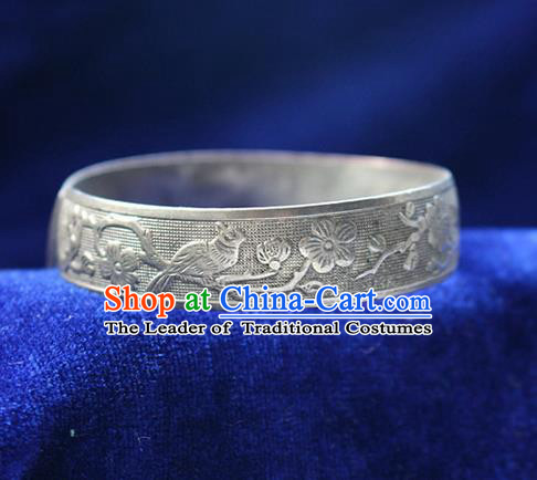 Traditional Chinese Miao Nationality Crafts Jewelry Accessory Bangle, Hmong Handmade Miao Silver Classical Flowers and Birds Bracelet, Miao Ethnic Minority Silver Bracelet Accessories for Women