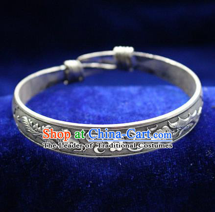 Traditional Chinese Miao Nationality Crafts Jewelry Accessory Bangle, Hmong Handmade Miao Silver Classical Double Fish Bracelet, Miao Ethnic Minority Silver Wide Bracelet Accessories for Women