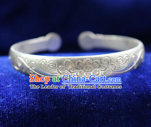 Traditional Chinese Miao Nationality Crafts Jewelry Accessory Bangle, Hmong Handmade Miao Silver Classical Chinese Flowers Bracelet, Miao Ethnic Minority Silver Bracelet Accessories for Women