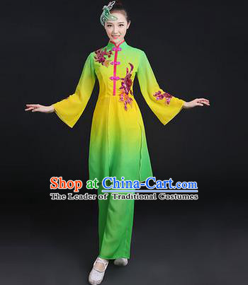 Traditional Chinese Yangge Fan Dancing Costume, Folk Dance Yangko Paillette Dress, Classic Dance Drum Dance Green Clothing for Women