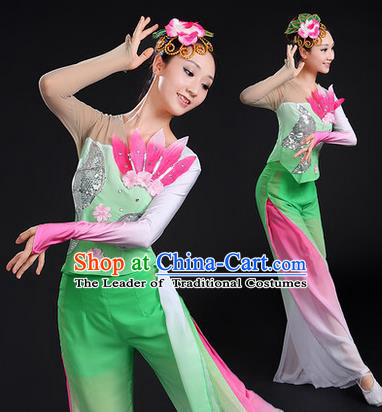 Traditional Chinese Yangge Fan Dancing Costume, Folk Dance Yangko Uniforms, Classic Dance Elegant Paillette Dress Drum Dance Green Clothing for Women