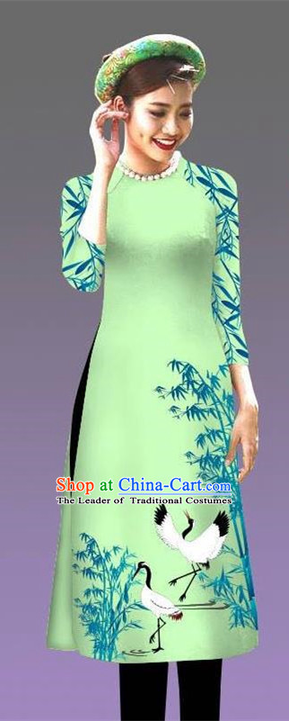 Top Grade Asian Vietnamese Costumes Classical Jing Nationality Crane Pattern Short Cheongsam, Vietnam National Clothing Bride Traditional Light Green Ao Dai Dress