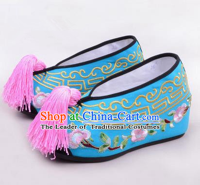 Chinese Ancient Peking Opera Young Lady Embroidered Hua Tan Shoes, Traditional China Beijing Opera Princess Wedding Blue Embroidered Shoes