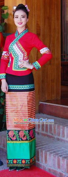 Traditional Traditional Thailand Female Clothing, Southeast Asia Thai Ancient Costumes Dai Nationality Wedding Bride Red Sari Dress for Women
