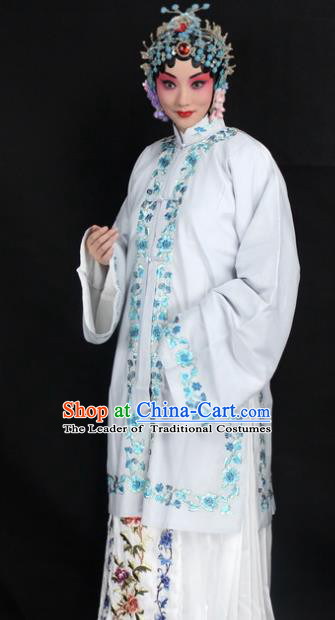 Traditional China Beijing Opera Young Lady Hua Tan Costume Female White Embroidered Cape, Ancient Chinese Peking Opera Diva Embroidery Dress Clothing