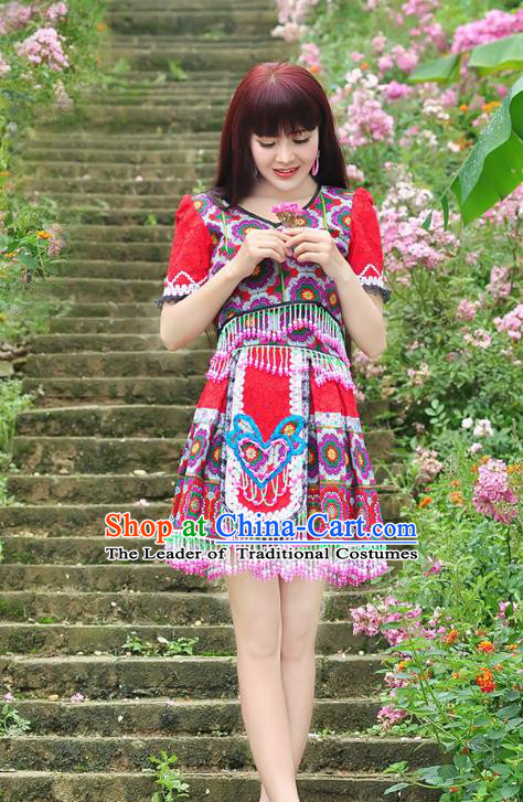 Traditional Chinese Miao Nationality Wedding Bride Costume Red Short Pleated Skirt, Hmong Folk Dance Ethnic Chinese Minority Nationality Embroidery Clothing and Headwear for Women