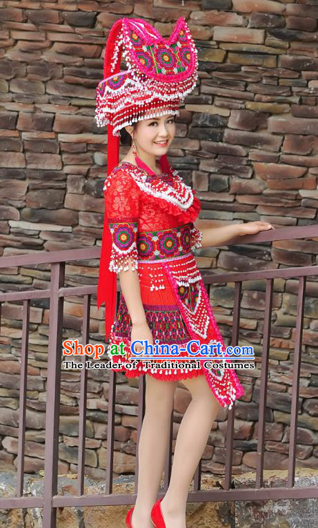 Traditional Chinese Miao Nationality Wedding Bride Costume Red Short Pleated Skirt and Headwear, Hmong Folk Dance Ethnic Chinese Minority Nationality Embroidery Clothing for Women