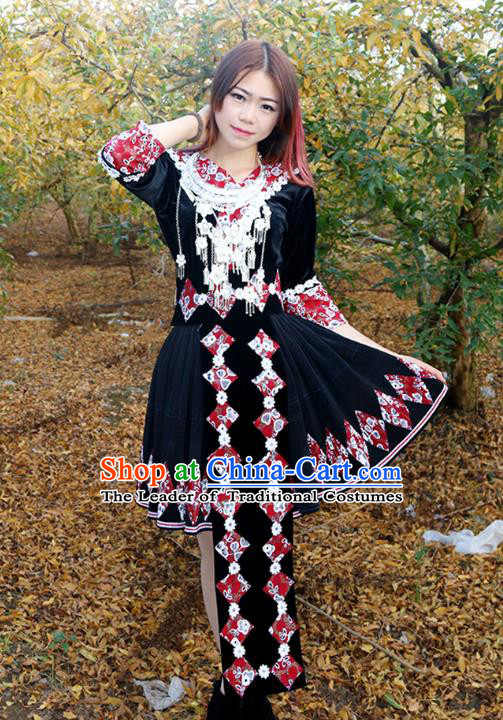 Traditional Chinese Miao Nationality Wedding Bride Costume Black Pleated Skirt, Hmong Folk Dance Ethnic Chinese Minority Nationality Embroidery Clothing for Women