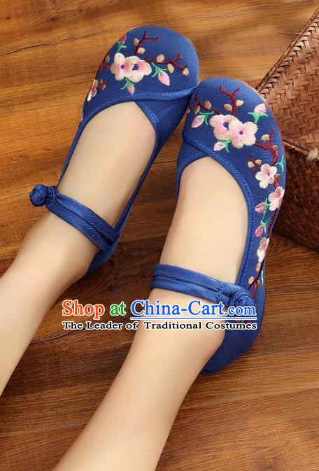 Traditional Chinese National Hanfu Blue Embroidered Shoes, China Princess Embroidery Wintersweet Shoes for Women