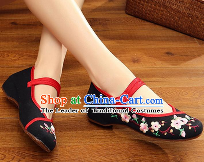 Traditional Chinese National Hanfu Black Embroidered Shoes, China Princess Embroidery Wintersweet Shoes for Women