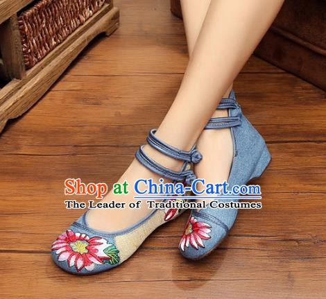 Traditional Chinese National Blue Linen Embroidered Shoes, China Princess Shoes Hanfu Embroidery Flower Shoes for Women