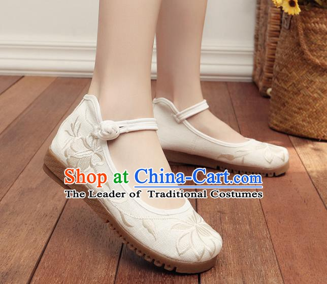 Traditional Chinese National Hanfu Embroidery Lotus White Shoes, China Embroidered Shoes for Women