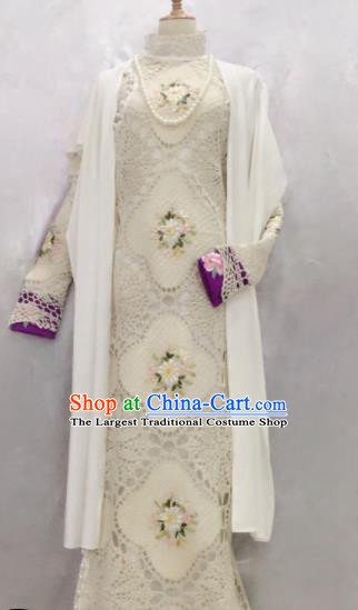 Traditional Chinese Historical Costumes Ancient Embroidered Lace Qipao Dress for Women