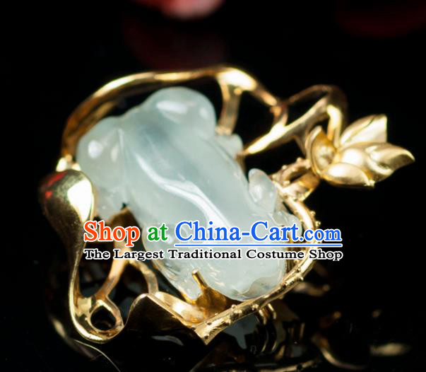 Chinese Traditional Jade Jewelry Accessories Ancient Hanfu Jadeite Frog Brooch for Women