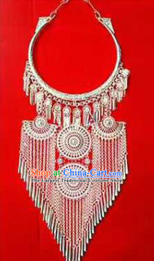 Chinese Traditional Dong Nationality Sliver Necklace Ethnic Wedding Jewelry Accessories for Women