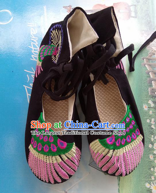Chinese Traditional Handmade Embroidered Shoes Black Cloth Shoes for Women
