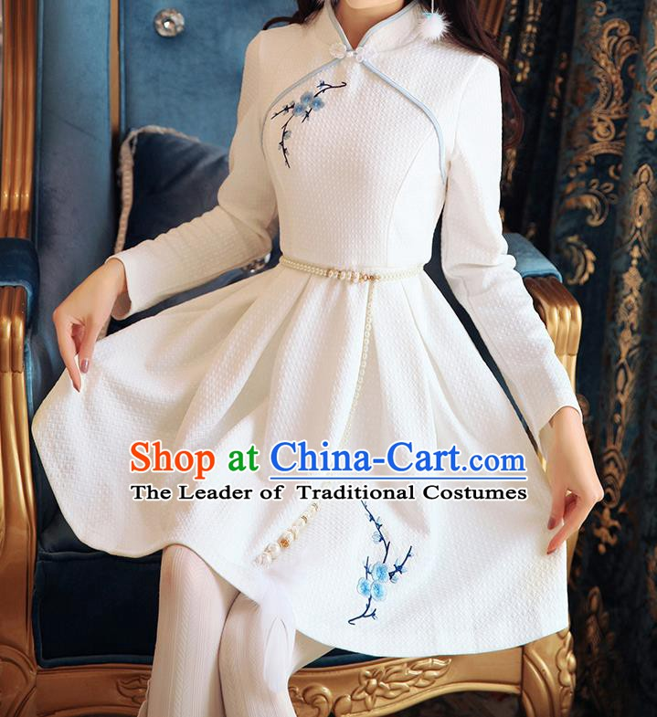 Traditional Chinese National Embroidered White Dress Tangsuit Cheongsam Clothing for Women