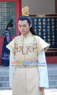 Chinese Ancient Ming Dynasty Crown Prince of Emperor Jiajing Zhu Chengyu Clothing for Men