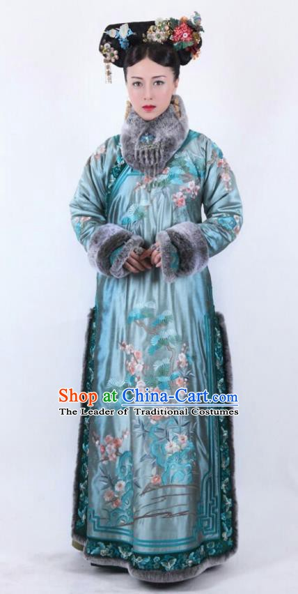 Ancient Chinese Qing Dynasty Qianlong Emperor Imperial Consort Embroidered Costume for Women