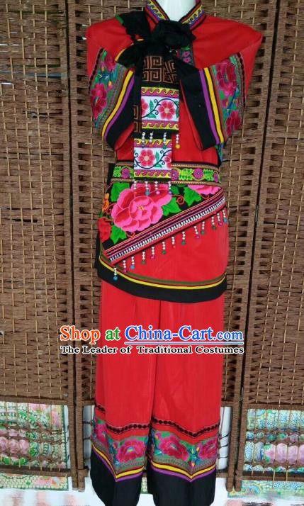 Traditional Chinese Yi Nationality Red Costume China Bai Ethnic Minority Embroidered Clothing for Women