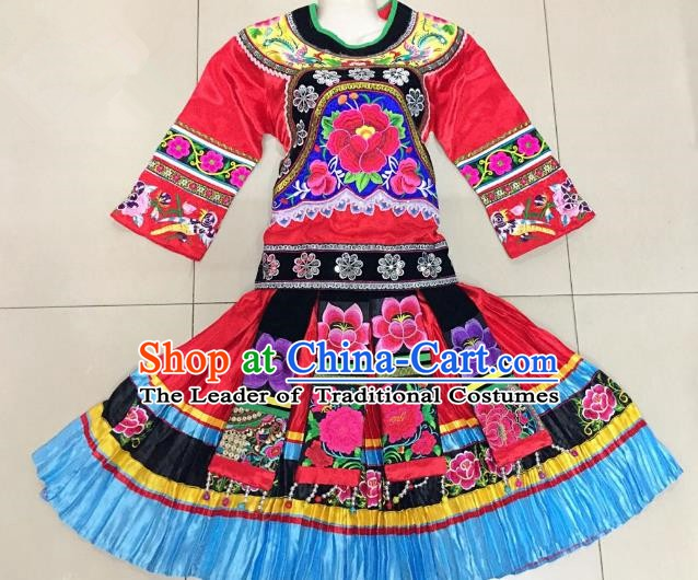 Traditional Chinese Yao Nationality Red Costume China Bai Ethnic Minority Embroidered Clothing for Women
