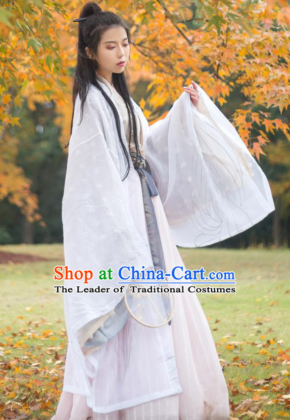 Chinese Traditional Jin Dynasty Princess Costume Ancient Swordswoman Embroidered Clothing for Women