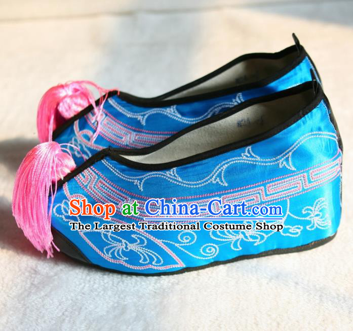 Chinese Traditional Beijing Opera Blue Embroidered Shoes Beijing Opera Diva Cloth Shoes for Women