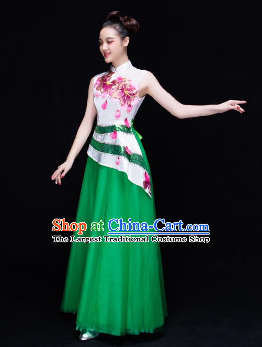 Professional Chorus Green Costume Chinese Classical Dance Compere Dress for Women