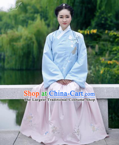 Chinese Ancient Ming Dynasty Princess Embroidered Costume for Rich Women