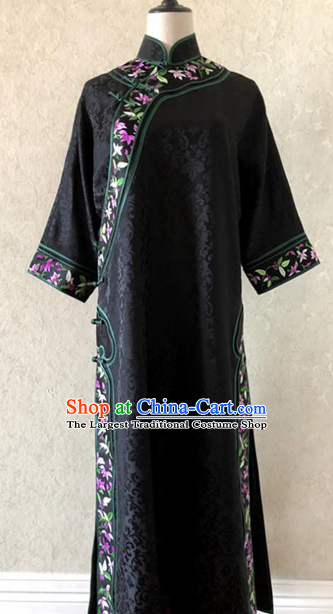 Traditional Chinese Handmade Embroidered Costume Tang Suit Embroidered Black Brocade Qipao Dress for Women