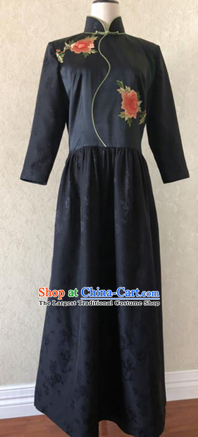 Traditional Chinese Handmade Embroidered Costume Tang Suit Black Cheongsam for Women