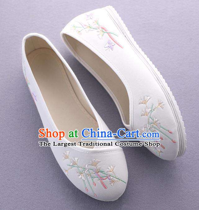 Traditional Chinese Ancient Princess White Embroidered Shoes Cloth Shoes Handmade Hanfu Shoes for Women