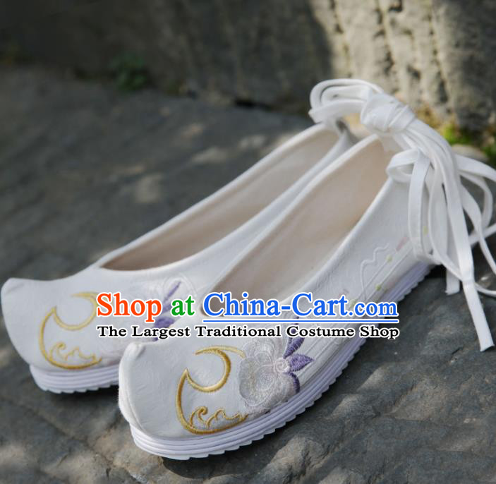 Traditional Chinese National Embroidered White Shoes Ancient Princess Cloth Shoes Handmade Hanfu Shoes for Women