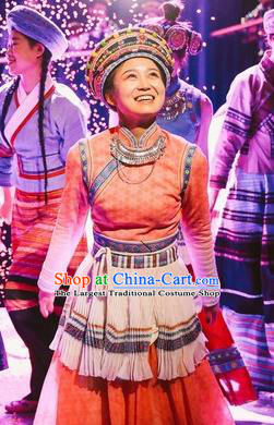 Chinese Encounter Lijiang Nu Ethnic Dance Dress Stage Performance Costume and Headpiece for Women