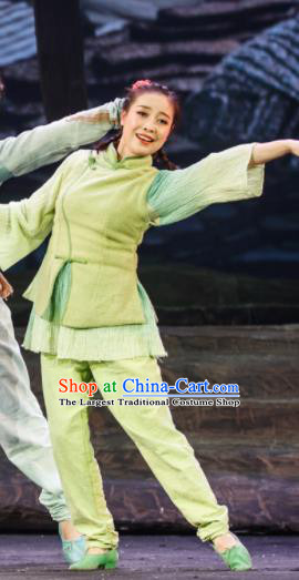 Flowers and Trumpeter Traditional Chinese Hui Nationality Green Dress Stage Show Costume and Headwear for Women