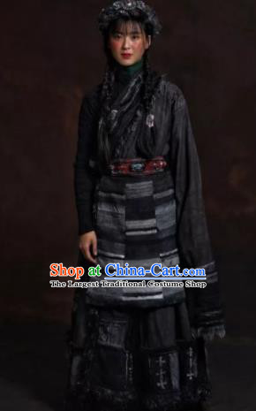 The Heavenly Road Chinese Zang Nationality Dance Grey Tibetan Robe Stage Performance Dance Costume and Headpiece for Women