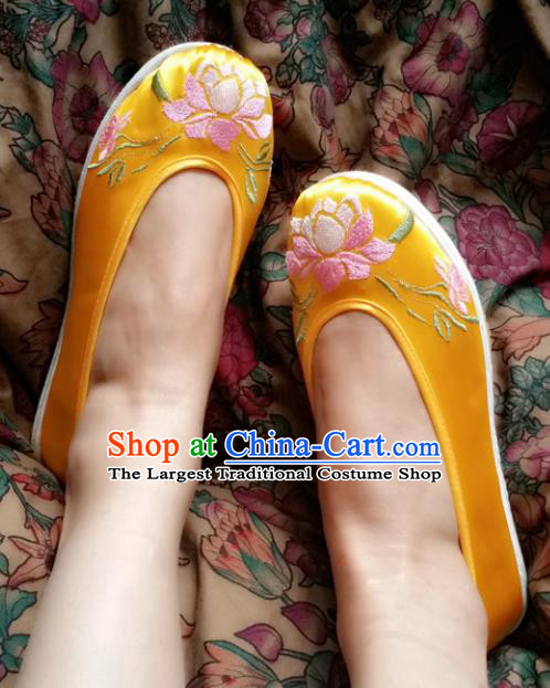 Chinese Ancient Princess Yellow Shoes Traditional Wedding Cloth Shoes Hanfu Shoes Embroidered Lotus Shoes for Women