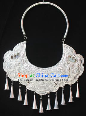 Traditional Chinese Miao Nationality Sliver Necklet Hmong Wedding Carving Necklace for Women