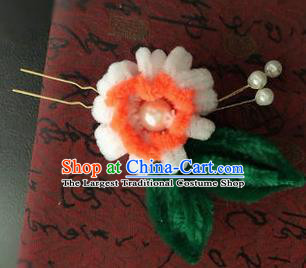 Traditional Chinese Qing Dynasty White Velvet Chrysanthemum Hairpins Handmade Ancient Palace Hair Accessories for Women