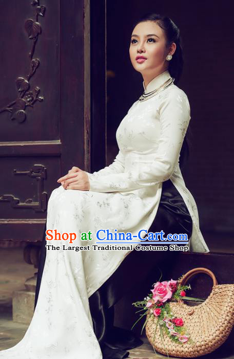 Vietnam Traditional Court Costume White Silk Ao Dai Dress Asian Vietnamese Cheongsam for Women